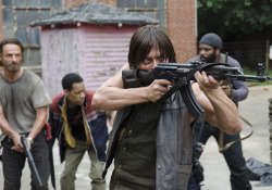 the-walking-dead-episode-507-daryl-reedus-rick-lincoln-935