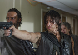 the-walking-dead-episode-508-rick-lincoln-daryl-reedus-935-1